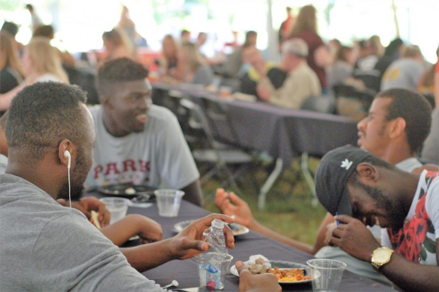 Students enjoy lunch at the student activities fair